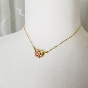 Avon - gold plated vintage necklace rose